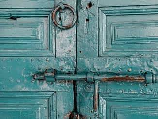 बंद दरवाजा