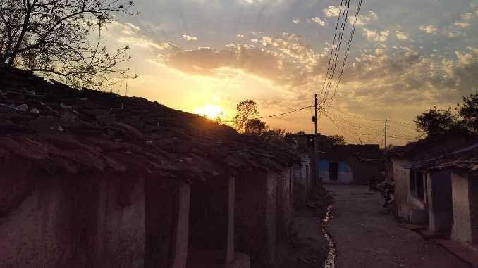 मुझे मेरा गाँव याद आता है